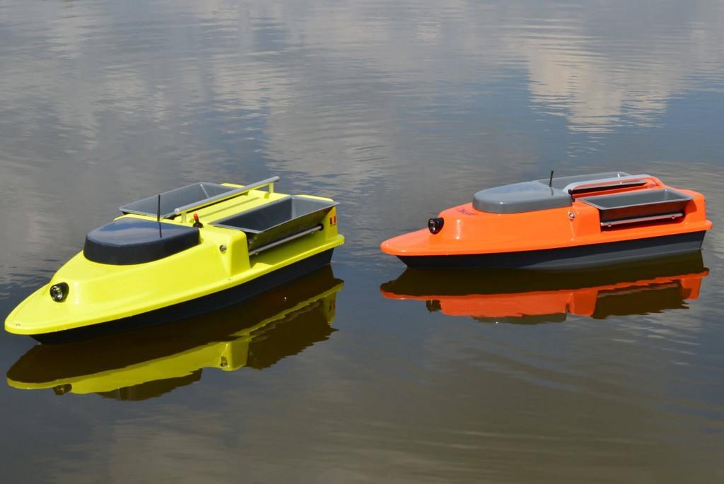 doua navomodele pe apa